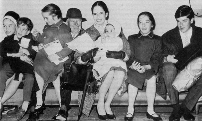 Чарли Чаплин с женой и детьми | Фото: 3.bp.blogspot.com