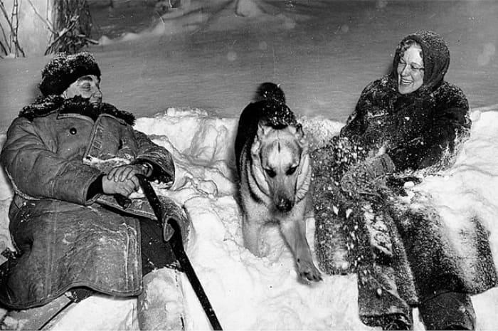 Супруги на подмосковной даче, 1955 | Фото: aif.ru