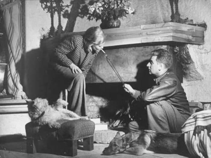 Супруги на подмосковной даче, 1941 | Фото: kino-teatr.ru