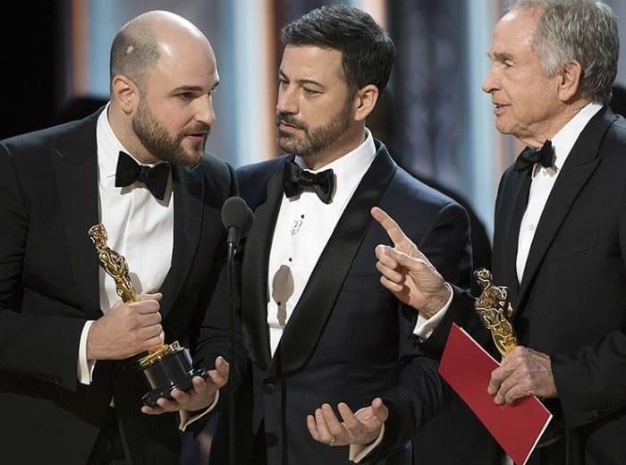 Конфуз на церемонии вручения премии *Оскар* в 2017 г. | Фото: cosmo.ru
