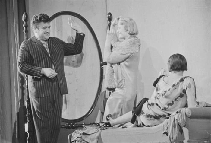 Сцена из спектакля Московского театра сатиры *12 стульев*, 1963 | Фото: dubikvit.livejournal.com
