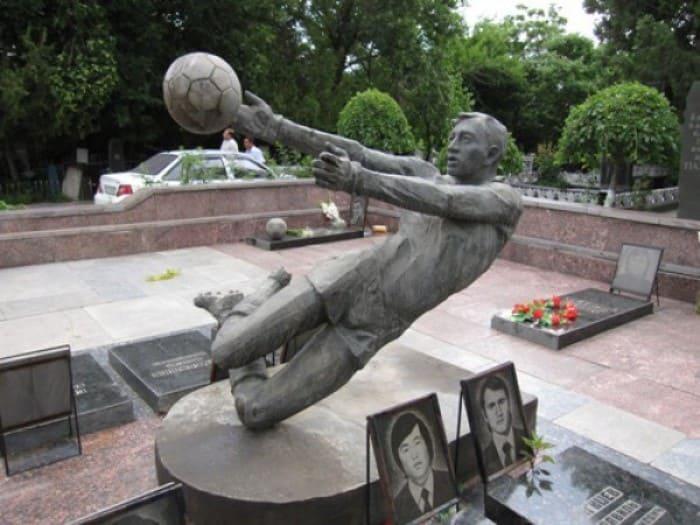 Памятник погибшим футболистам | Фото: sport.bigmir.net