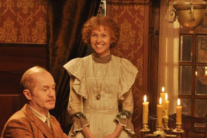 Ингеборга Дапкунайте в роли миссис Хадсон | Фото: russia.tv
