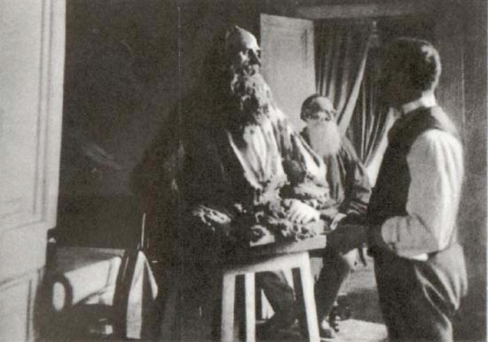 П. Трубецкой лепит портрет Льва Толстого, 1898 | Фото: liveinternet.ru