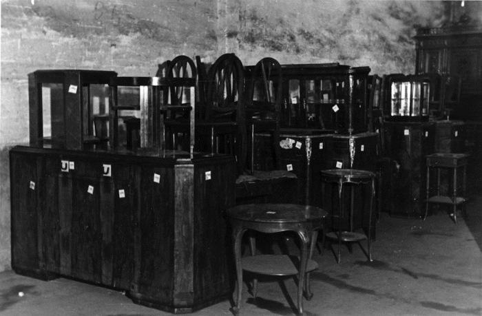 Мебель из разграбленных еврейских домов