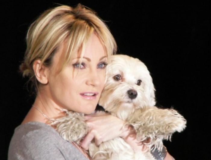 Певица с любимой собачкой по кличке Текила | Фото: v.img.com.ua