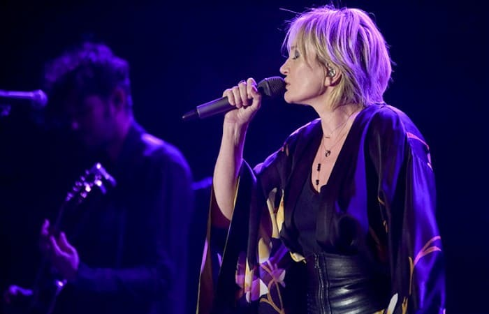 Певица на сцене | Фото: iz.ru