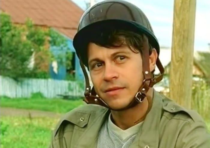 Павел Деревянко в сериале *Участок*, 2003   Фото: kino-teatr.ru