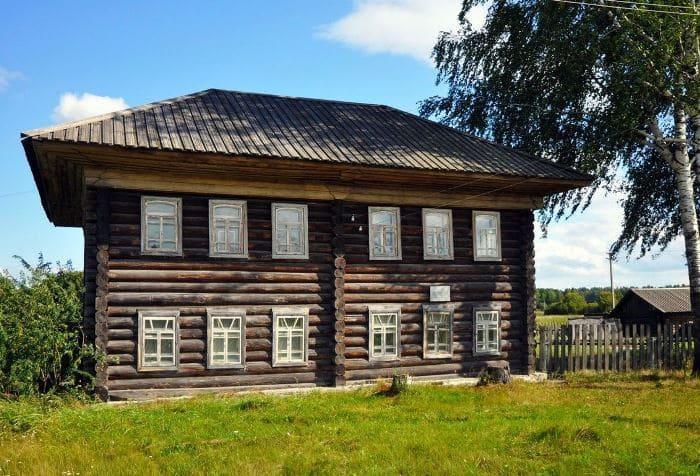 Школа, в которой учился Павлик Морозов, а сейчас находится музей его имени | Фото: autotravel.ru