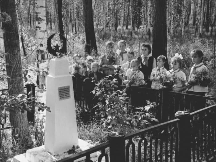 Пионеры посещают место гибели Павлика Морозова, 1968 | Фото: m24.ru