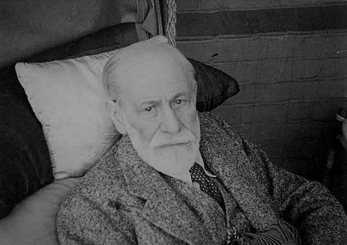 Одно из последних фото Фрейда, 1939 г.   Фото: psychoanalyse.ru