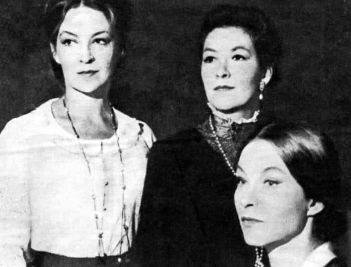 Сестры Поляковы-Байдаровы в спектакле *Три сестры* | Фото: retrospectra.ru