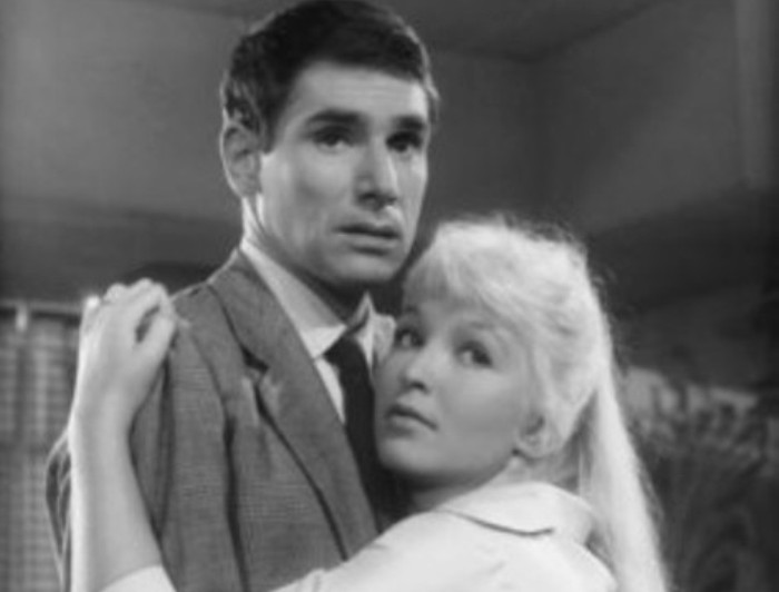 Кадр из фильма *Ты – яд*, 1958 | Фото: kino-teatr.ru