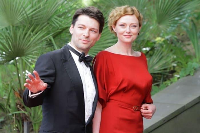 Актер с женой, актрисой Марией Леоновой   Фото: 24smi.org
