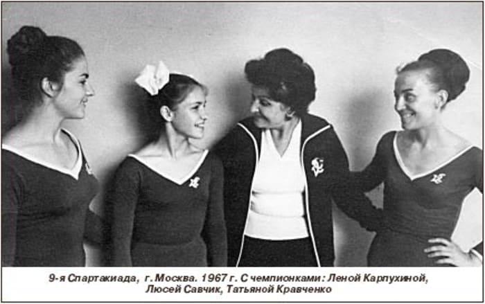 Мария Лисициан со своими ученицами | Фото: noev-kovcheg.ru