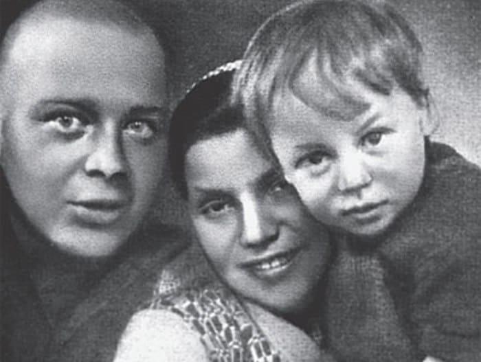 Аркадий Гайдар с женой и сыном | Фото: woman.rambler.ru