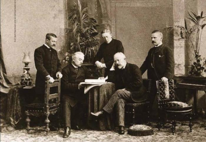 Петр Ильич Чайковский с братьями | Фото: liveinternet.ru