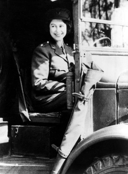 Механик-водитель Елизавета II