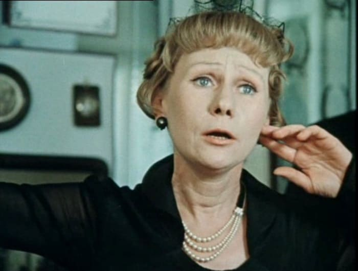 Елизавета Никищихина в фильме *Покровские ворота*, 1982 | Фото: kino-teatr.ru