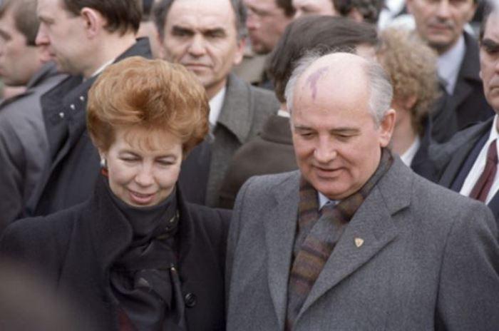 Раиса и Михаил Горбачевы во время дружественного визита в Югославию, 1988 | Фото: ria.ru