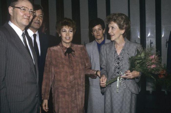 Раиса Горбачева и Нэнси Рейган в Государственной Третьяковской галерее, 1988 | Фото: ria.ru