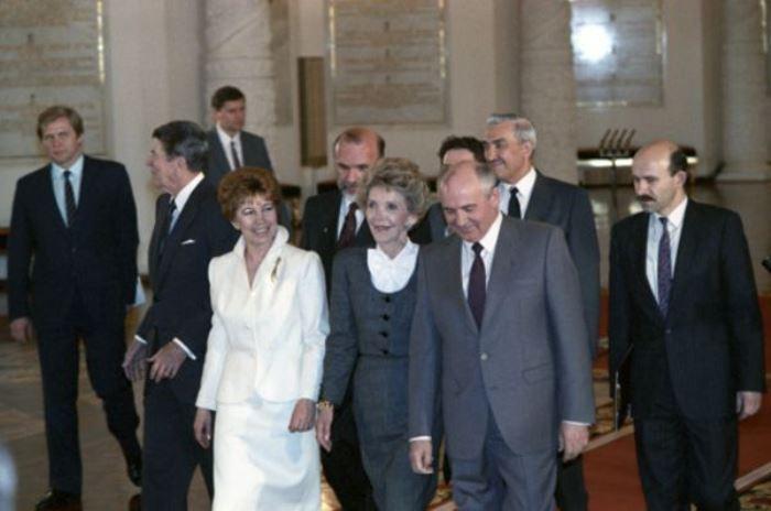 Михаил и Раиса Горбачевы принимают в Москве супружескую чету Рейганов, 1988 | Фото: ria.ru