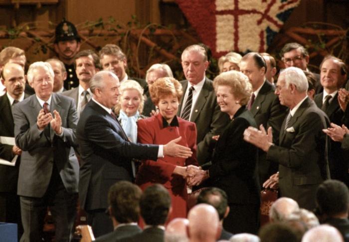 Супруги Горбачевы и Маргарет Тэтчер, 1989 | Фото: liveinternet.ru