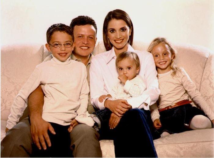 Король Иордании Абдалла II с женой и детьми | Фото: top-antropos.com