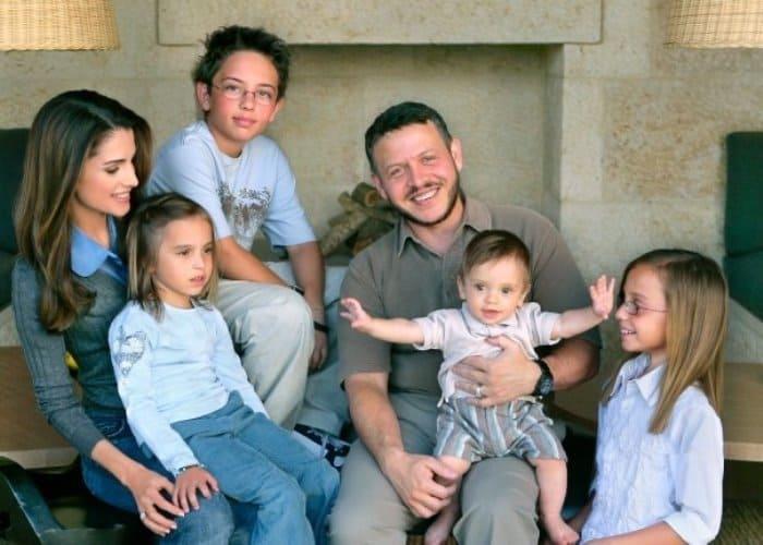 Король Иордании Абдалла II с женой Ранией и детьми | Фото: top-antropos.com