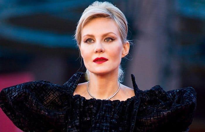 Ренате Литвиновой – 54: Чего зрители не знают об одной из самых загадочных и экстравагантных актрис
