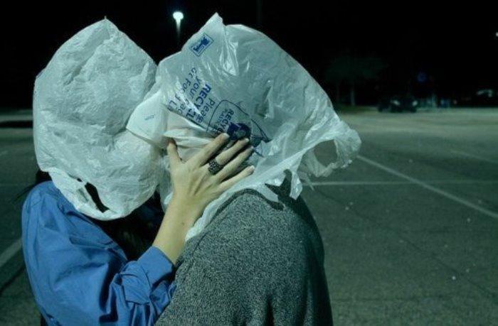 Современная интерпретация *Влюбленных* Рене Магритта. Фото: Интернет