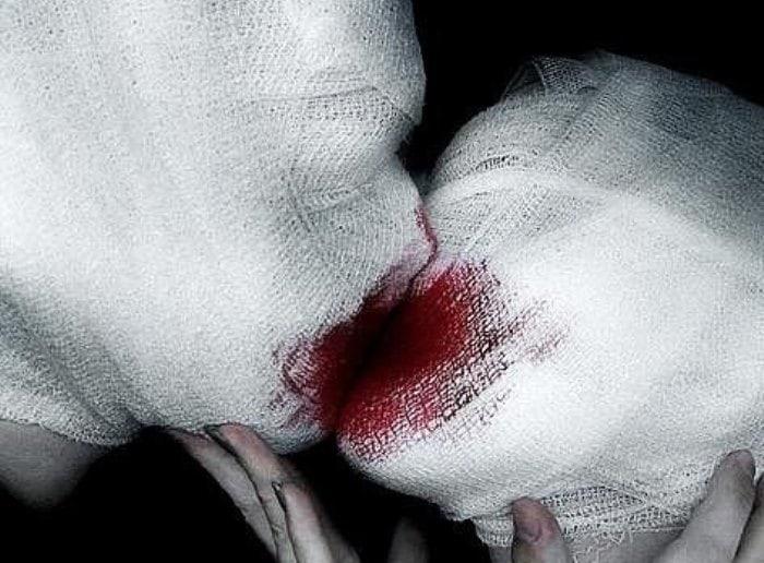 Современная интерпретация *Влюбленных* Рене Магритта | Фото: surfingbird.com
