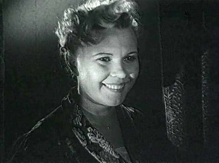 Римма Шорохова в фильме *Жизнь прошла мимо*, 1958 | Фото: kino-teatr.ru