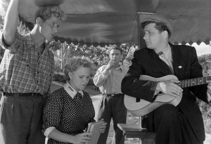 Кадр из фильма *Весна на Заречной улице*, 1956 | Фото: 2aktera.ru