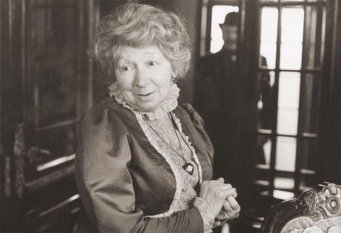Роль миссис Хадсон стала последней в фильмографии Рины Зеленой | Фото: dubikvit.livejournal.com