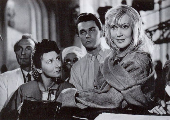 Любовь Орлова и Рина Зеленая на съемках фильма *Весна*, 1947 | Фото: kino-teatr.ru
