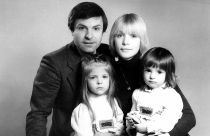 Родион Нахапетов с Верой Глаголевой и дочерьми | Фото: kino-teatr.ru
