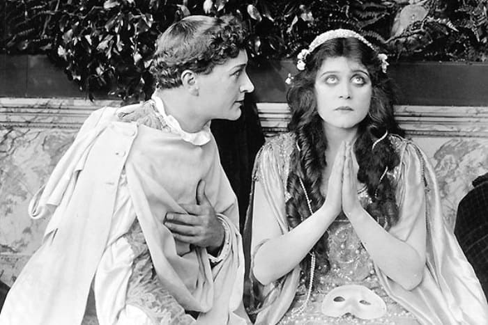Гарри Хиллиард и Теда Бара в фильме *Ромео и Джульетта*, 1916   Фото: tele.ru