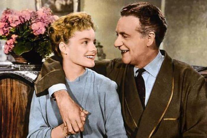 Кадр из дебютного фильма Роми Шнайдер *Когда цветет белая сирень*, 1953 | Фото: 24smi.org