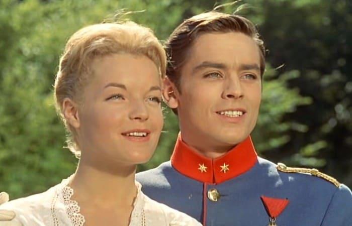 Роми Шнайдер и Ален Делон в фильме *Кристина*, 1958 | Фото: kino-teatr.ru