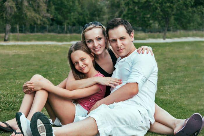 Артист с женой и дочерью   Фото: biographe.ru