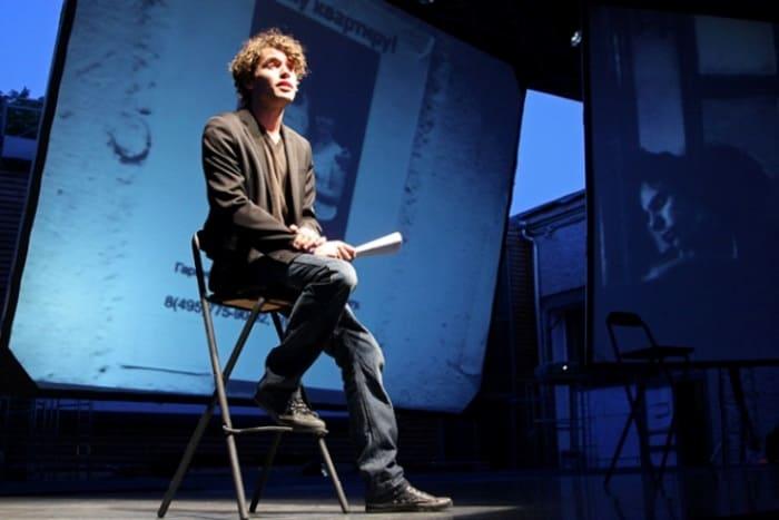 Артист на сцене театра | Фото: biografii.net