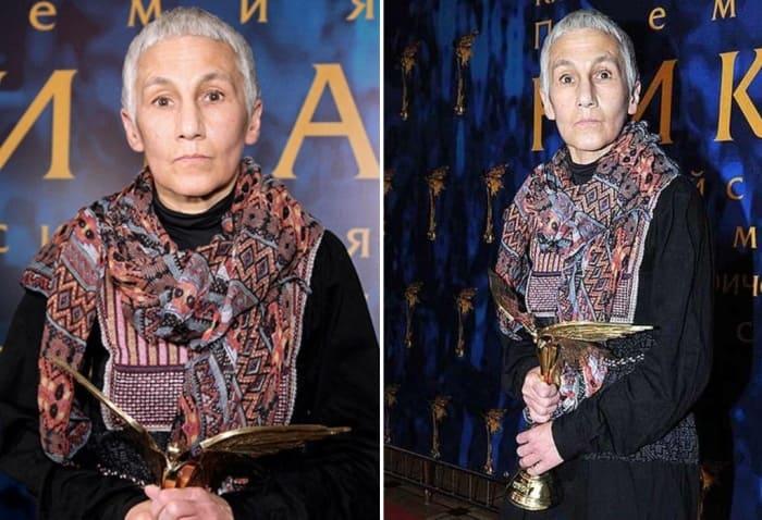 Актриса на вручении премии *Ника* | Фото: starhit.ru, biographe.ru