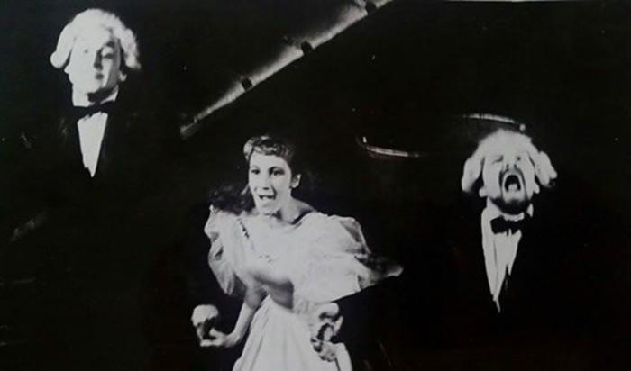 Актриса на сцене театра | Фото: starhit.ru