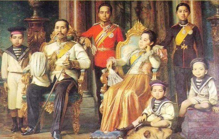 Семья Чакрабона: Рама V и Саовабха с сыновьями