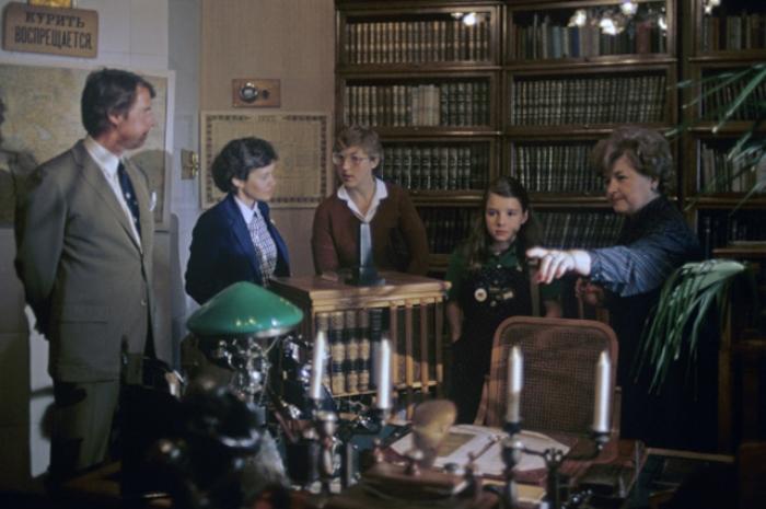 Саманта Смит и её родители в музее *Кабинет и квартира В. И. Ленина в Кремле* | Фото: aif.ru