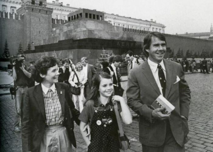 Саманта Смит с родителями на Красной площади, 11 июля 1983 | Фото: tass.ru