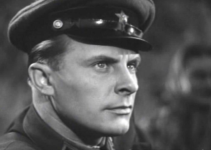 Евгений Самойлов в фильме *В шесть часов вечера после войны*, 1944 | Фото: kino-teatr.ru