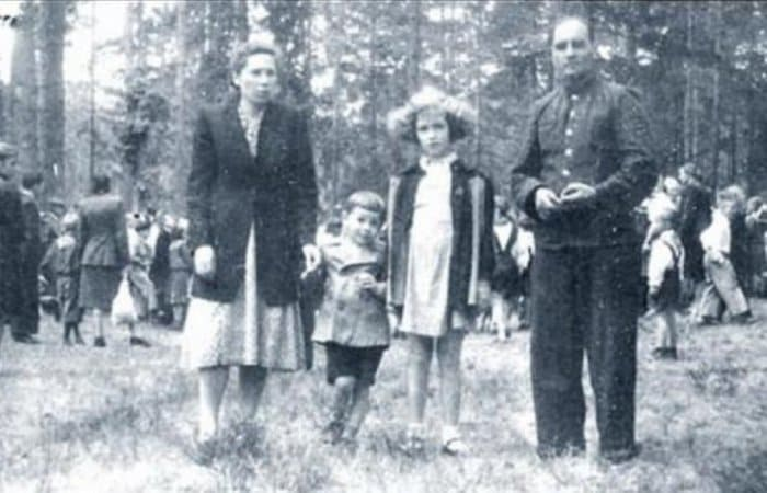 Савелий Крамаров с родителями и сестрой   Фото: topnews.ru