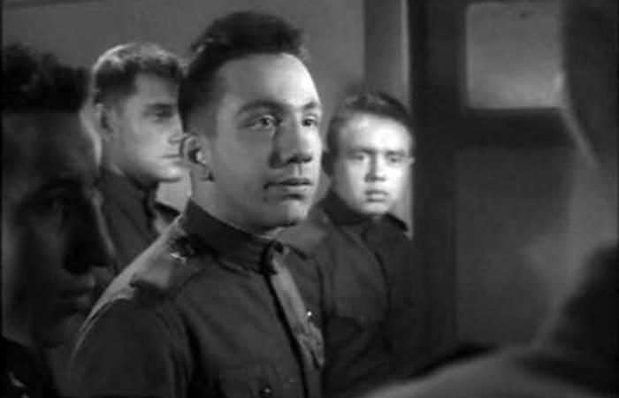 Савелий Крамаров в фильме *Им было девятнадцать…*, 1960   Фото: kino-teatr.ru